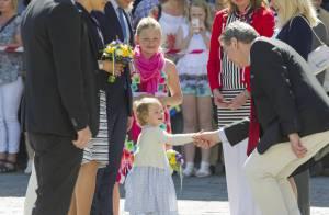 Estelle de Suède : A 2 ans, la princesse, à l'aise, règne déjà sur ses terres !