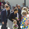La princesse Estelle de Suède, 2 ans, se rendait avec ses parents la princesse Victoria et le prince Daniel pour la première fois le 17 mai 2014 dans la province d'Östergötland, dont elle est duchesse, pour visiter le château de Linköping et inaugurer le Chemin des contes de fées qu'elle avait reçu en cadeau à l'occasion de son baptême en mai 2012