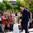 La princesse Estelle de Suède, qui a eu 2 ans en février, se déplaçait avec la princesse Victoria et le prince Daniel pour la première fois le 17 mai 2014 dans la province d'Östergötland, dont elle est duchesse, pour visiter le château de Linköping et inaugurer le Chemin des contes de fées qu'elle avait reçu en cadeau à l'occasion de son baptême en mai 2012
