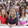 Miranda Otto, Sonja Richter, Tommy Lee Jones, Hilary Swank - au photocall d'Expendables 3 au Carlton, Cannes, le 18 mai 2014.