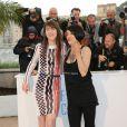 """Charlotte Gainsbourg et Asia Argento - Photocall du film """"L'Incomprise"""" lors du 67e Festival International du Film de Cannes, le 22 mai 2014."""