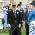 Malgré sa récente opération à la main, le duc d'Edimbourg, époux de la reine Elizabeth II, était en excellente forme le 21 mai 2014 dans le parc de Buckingham Palace pour la première garden party de l'année.