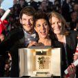 """Samuel Theis, Marie Amachoukeli-Barsacq, Claire Burger, Caméra d'or pour """"Party Girl"""" -- Photocall de la remise des prix du 67e Festival du film de Cannes le 24 mai 2014."""