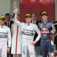La princesse Charlene de Monaco, vêtue d'une robe aux couleurs de la principauté, a assisté le 25 mai 2014 à la victoire de Nico Rosberg lors du Grand Prix de F1 de Monaco, en compagnie de son mari le prince Albert ainsi que ses neveux Andrea et Pierre Casiraghi.
