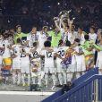Les joueurs du Real Madrid fêtent la victoire en Ligue des champions au stade Bernabeu à Madrid en Espagne le 25 mai 2014.