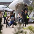 Scott Disick avec sa compagne Kourtney Kardashian et leurs enfants Mason et Pénélope - Les invités du mariage de Kim Kardashian et de Kanye West arrivent à l'aéroport du Bourget en provenance de Florence en Italie, le 25 mai 2014.