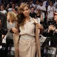 Jay-Z et son épouse Beyoncé Knowles assistent à la nouvelle rencontre des Miami Heats vs Brooklyn Nets à New York le 10 mai dans le cadre des Playoff.