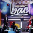 """Manu Lévy et Erika Moulet dans """"Les people passent le bac"""", mardi 3 juin 2014 sur NRJ12."""