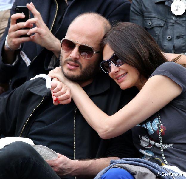 Helena Noguerra et son compagnon Fabrice Du Welz assistent aux Internationaux de France de tennis de Roland-Garros à Paris, le 2 juin 2014.