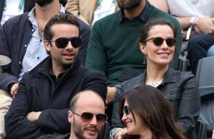 Roland-Garros : Zoé Felix radieuse avec son frère face à Natty Belmondo