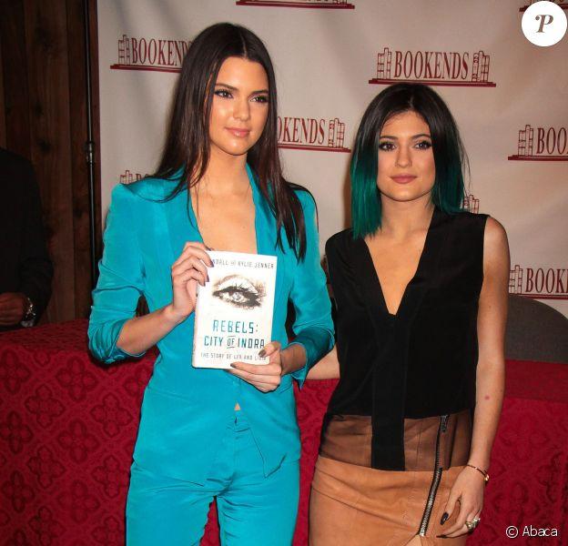 Kendall et Kylie Jenner en séance de dédicaces de leur livre Rebels: City Of Indra - The Story of Lex and Livia dans la librairie Bookends. Ridgewood, le 3 juin 2014.
