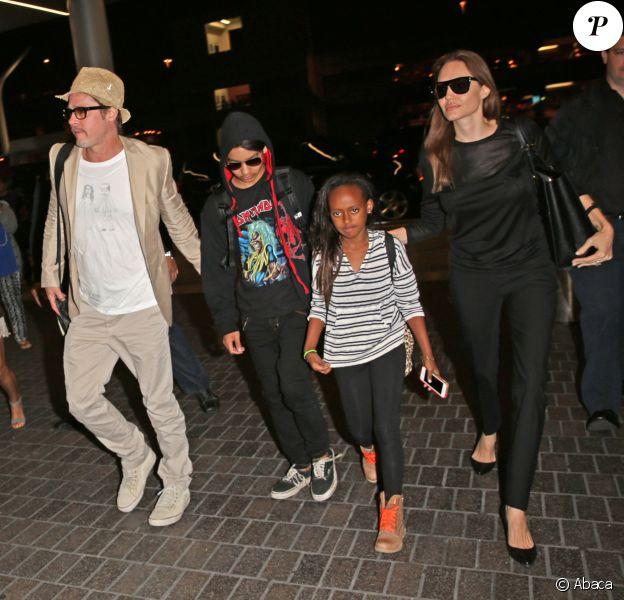 Angelina Jolie et Brad Pitt décolent du LAX avec leurs enfants Maddox et Zahara, Los Angeles, 6 juin 2014.