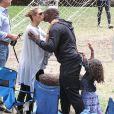 Heidi Klum et Seal emmènent leurs enfants à un match de football à Brentwood.  Le 7 juin 2014