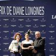 """Kate Winslet lors du 165e """"Prix de Diane Longines"""" à l'hippodrome de Chantilly le 15 juin 2014."""