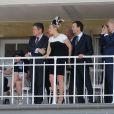 """Kate Winslet et Ned Rocknroll au 165e """"Prix de Diane Longines"""" à l'hippodrome de Chantilly le 15 juin 2014."""