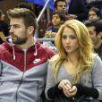 Gerard Piqué et Shakira assistent au match de basket-ball Fenerbahce contre Barcelone, à Barcelone, le 30 novembre 2013.