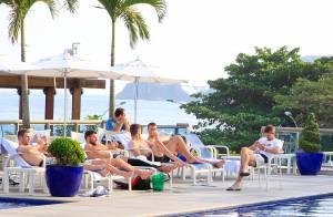 Alex Gerrard : Sublime à Ibiza, loin de son époux Steven blessé par la défaite
