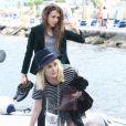 Emmanuelle Seigner et sa fille Morgane Polanski arrivent à Ischia en Italie le 13 juillet 2013.
