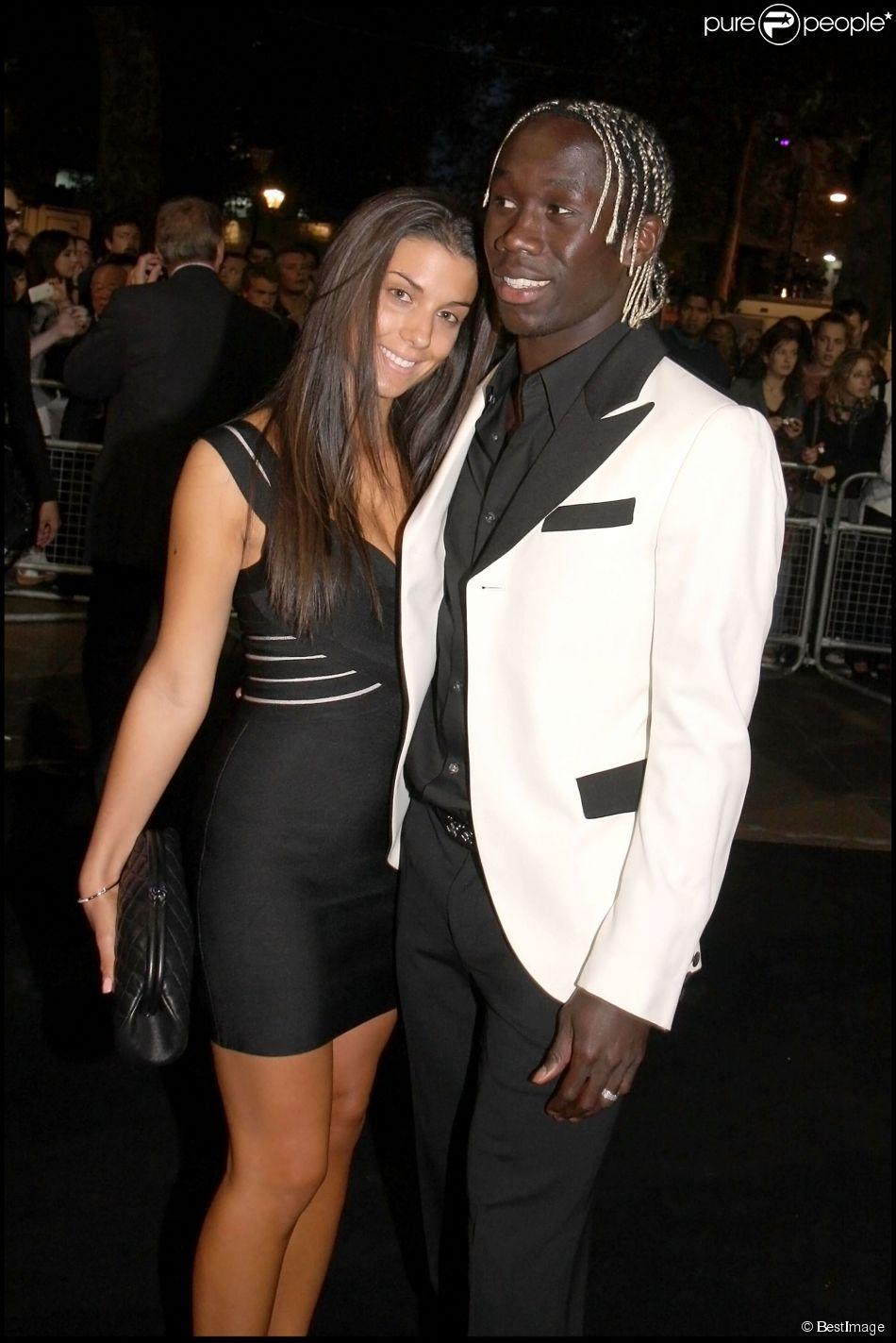 Bacary Sagna et son épouse Ludivine le 22 septembre 2010 lors de la Fashion week londonienne à Londres