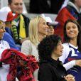 Wahiba Ribéry, Sandra, l'épouse de Patrice Evra, et Ludivine, l'épouse de Bacary Sagna, lors du match entre la France et l'Uruguay, le 11 juin 2010 à Capetown