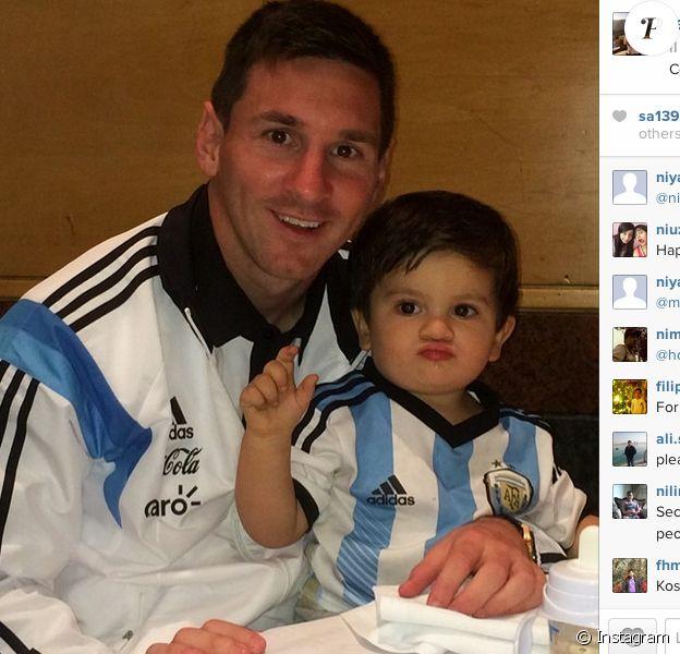 Lionel Messi poste une photo de lui avec son fils Thiago sur Instagram le 22 juin 2014.