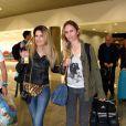 Gisela Durko, chérie de Fernando Gago, avec l'actrice Isabel Macedo à l'aeroport de Belo Horizonte (Brésil), le 22 juin 2014. Elle rentre en Argentine après avoir rendu visite à son amoureux en pleine Coupe du monde.