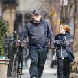 Philip Seymour Hoffman faisant du vélo avec son fils Cooper à New York le 20 mars 2013