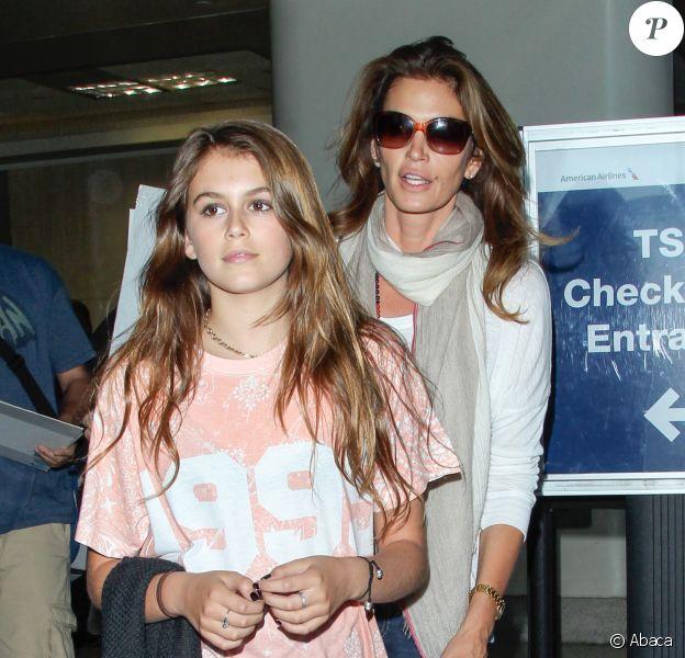 Cindy Crawford et sa fille Kaia Gerber arrivent à l'aéroport de Los Angeles le 21 juin 2014