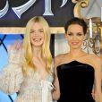 """Elle Fanning et Angelina Jolie à la première du film Maléfique (""""Maleficent"""") à Tokyo, le 23 juin 2014."""