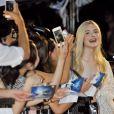 """Elle Fanning en Alexander McQueen à la première du film Maléfique (""""Maleficent"""") à Tokyo, le 23 juin 2014."""