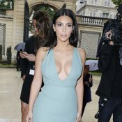 Fashion Week : Kim Kardashian sexy en robe décolletée pour le défilé Valentino