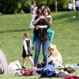 Katie Holmes et Suri Cruise passent du temps dans un parc de New York, le 30 mai 2014.
