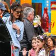 Katie Holmes emmène sa fille Suri et ses amies dans un magasin de bonbons à New York, le 4 mai 2014.