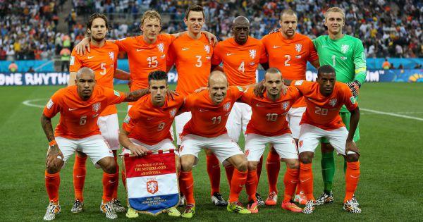 L 39 quipe des pays bas d faite en demi finale de la coupe du monde par l 39 argentine s o paulo le - Equipe argentine coupe du monde 2014 ...