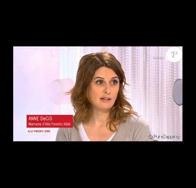 """L'actrice Anne Decis de la série """"Plus belle la vie"""" annonce qu'elle est enceinte pour la deuxième fois dans """"Les maternelles"""", jeudi 27 février 2014."""