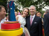 Mathilde de Belgique: Reine des fleurs après le défilé qui a captivé ses enfants