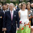 Le roi Philippe et la reine Mathilde de Belgique rencontrent leurs compatriotes dans le parc royal de Bruxelles, à l'occasion de la fête nationale, le 21 juillet 2014.