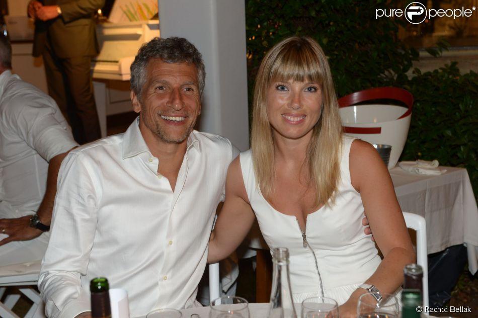 Nagui et sa compagne Mélanie Page lors de la 19e Soirée Blanche, le 14  juillet