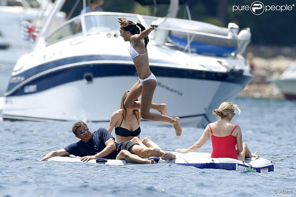 Sylvester Stallone en famille et avec ses trois filles, Sistine (16 ans), Sophia (17 ans) et Scarlet (12 ans), à Théoule-sur-Mer, sud de la France, le 28 juillet 2014.