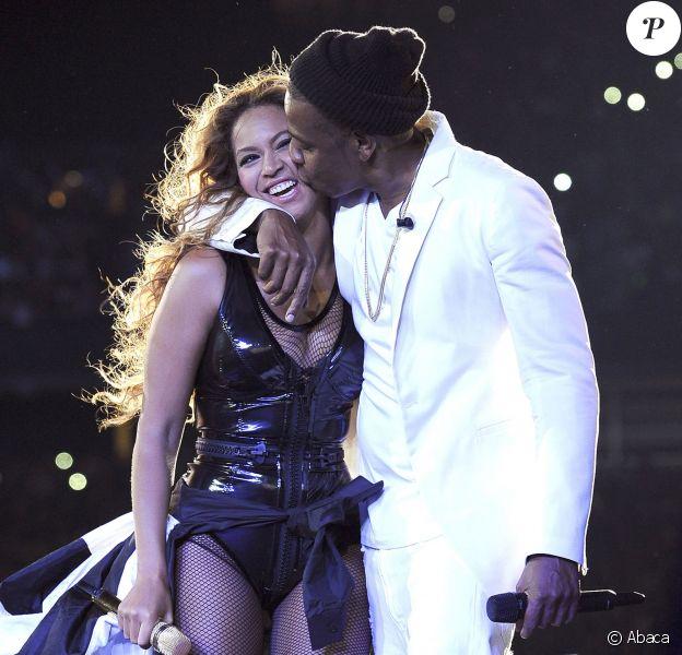 Beyoncé et son époux Jay-Z, complices sur scène lors de leur On The Run Tour. Le 11 juillet 2014