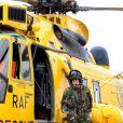 Le prince William à la base de RAF Valley au printemps 2011. Pendant trois ans, le duc de Cambridge a effectué aux commandes d'un hélicoptère Sea King des missions de recherche et de sauvetage pour l'armée. Le 7 août 2014, il annonce qu'il va devenir ambulancier de l'air pour l'EAAA.