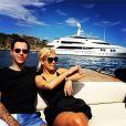 Rita Ora et Ricky Hil en bateau. Juillet 2014.