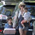 Exclusif - Sarah Michelle Gellar et ses enfants Charlotte et Rocky se rendent à une fête d'anniversaire sur le thème des cow-boys à Sherman Oaks, le 9 août 2014.
