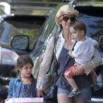Exclusif - Sarah Michelle Gellar et ses enfants Charlotte et Rocky se rendent à une fête d'anniversaire à Sherman Oaks, le 9 août 2014.