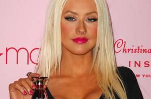 PHOTOS : Quand Christina Aguilera promeut son parfum, le décolleté plongeant est de mise !