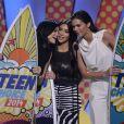 Kendall Jenner, Kim Kardashian et Kylie Jenner récupèrent leur prix aux Teen Choice Awards à Los Angeles, le 10 août 2014
