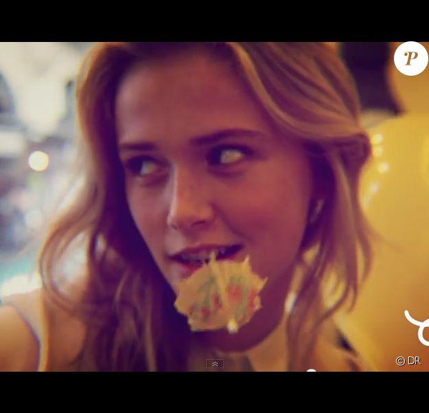 Raphaëlle Dupire lors d'un shooting Chocolate Shubar. La jolie blonde est la nouvelle Miss Météo de Canal+.
