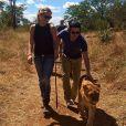 Chelsea Davy, ex du prince Harry, avec son boyfriend Charles Goode en balade avec des lions. Photo publiée sur l'Instagram du jeune joaillier en avril 2014. Les deux tourtereaux se sont-ils fiancés au cours de leur séjour en Afrique en août 2014 ?