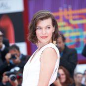 Milla Jovovich enceinte et angélique : Son ventre rond en vedette à la Mostra
