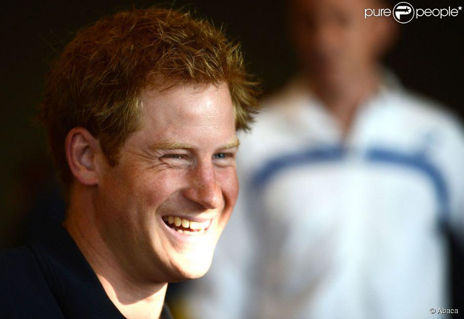 Le prince Harry, radieux, a officiellement souhaité la bienvenue, le 8 septembre 2014 à Londres, aux quelque 400 compétiteurs engagés pour les Invictus Games du 10 au 14 septembre dans la capitale anglaise. Le même jour, on apprenait que son frère le prince William et sa belle-soeur Kate Middleton attendaient leur 2e enfant.